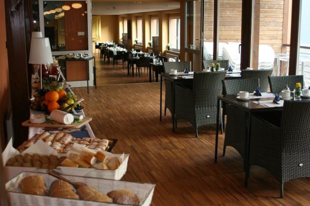 IMG_9956_kavarna_Orangerie_a_restaurace_VODA